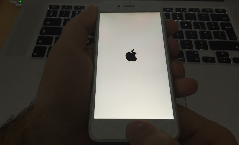 iphone 5s screen wont turn on iphone won t turn on or charge here are 4 ways to fix 7953