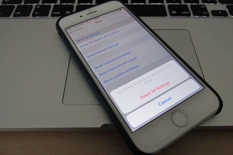 app update frozen on iphone